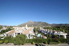 Impeccable south-facing Townhouse in a quiet urbanization in Nagueles between Marbella and Puerto Banus