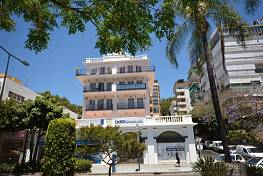 Fantastic south facing apartment located in one of the best areas of Marbella in a very representative building