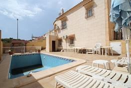 Шикарная вилла с 3 спальнями в Villamartin