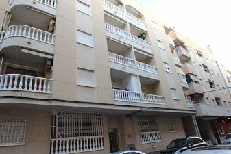 Apartment close to beach with a pool in Torrevieja